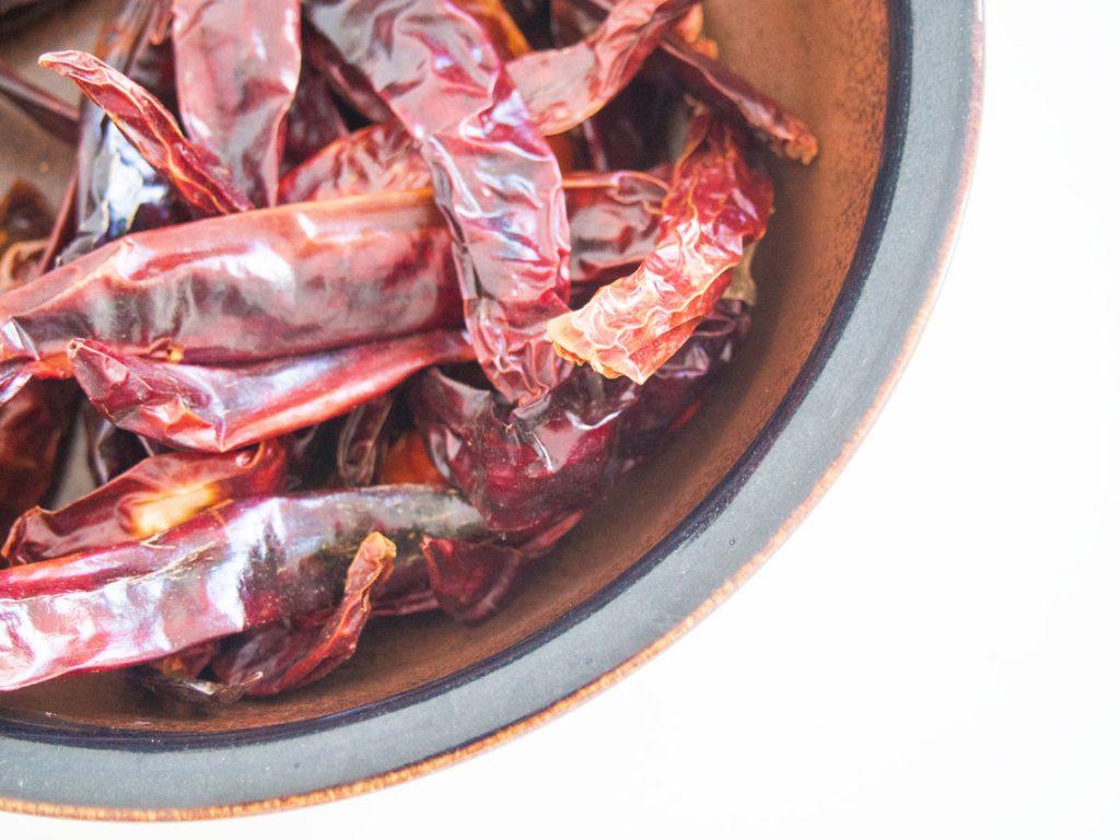 chilikastike kuivatuista chileistä
